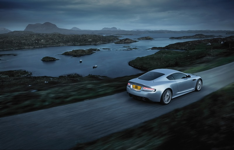 2008-Aston-Martin-DBS-Rear-And-Side-Speed-1920x1440