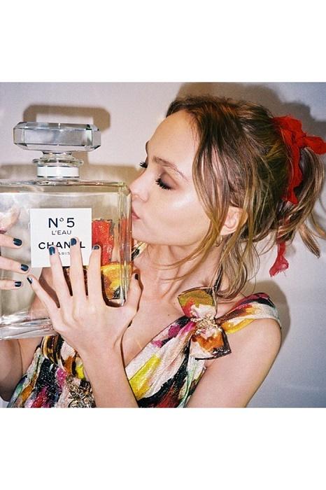 Lily-Rose-Depp-Chanel-5-Cannes-Vogue-23May16-instagram-lilyrose_depp_b