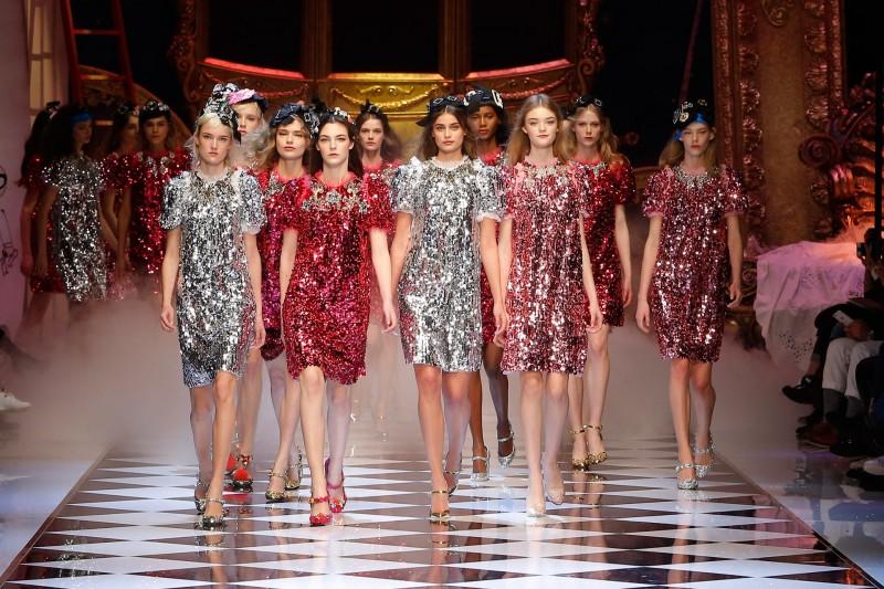 dolce-and-gabbana-fall-winter-2016-17-women-fashion-show-runway-961-800x533